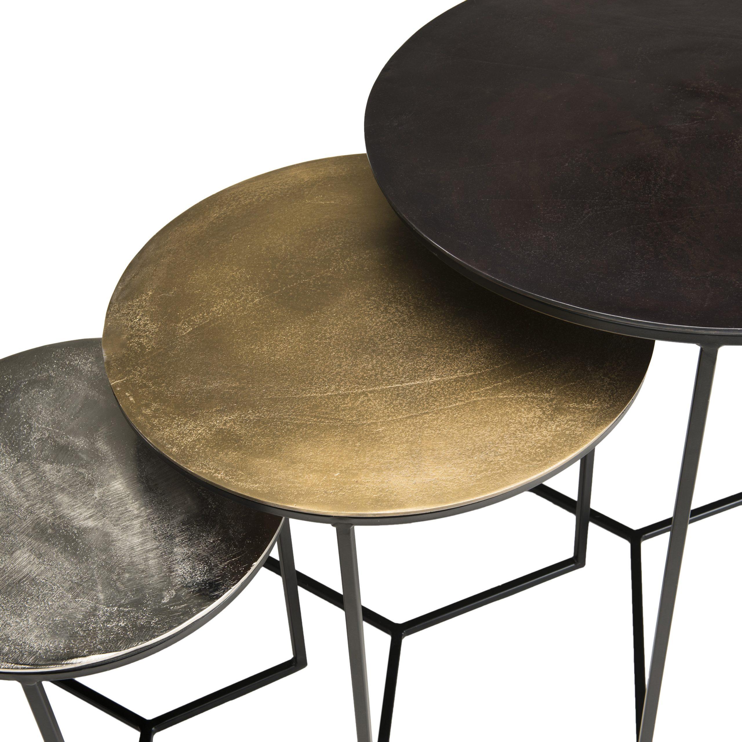 Des tables basses imbriquées qui économisent de l'espace et ajoutent du style